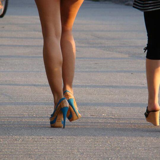 4 tips voor als je voor de eerste keer op hakken gaat lopen