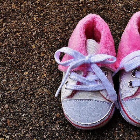 Wanneer koop je de eerste babyschoentjes